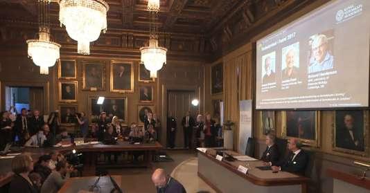 Le prix Nobel de Chimie a été attribué, mercredi 4octobre, à Jacques Dubochet, de l'université de Lausanne, Joachim Frank (université de Columbia) et Richard Henderson (université de Cambridge) pour leurs travaux sur la cryo-microscopie électronique.