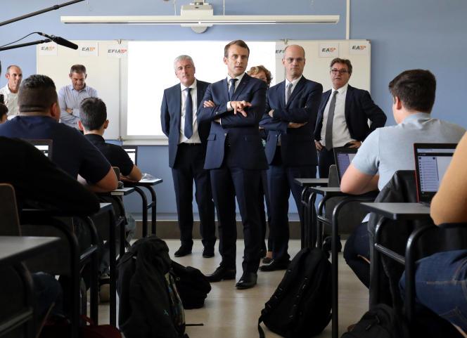 Visite d'Emmanuel Macron à l'Ecole d'application aux métiers des travaux publics, àEgletons (Corrèze), le 4 octobre 2017.