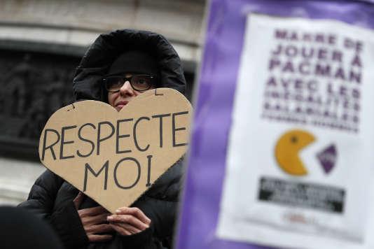 Lors d'une manifestation pour l'égalité des salaires entre hommes et femmes, à Paris, le 7 novembre 2016.