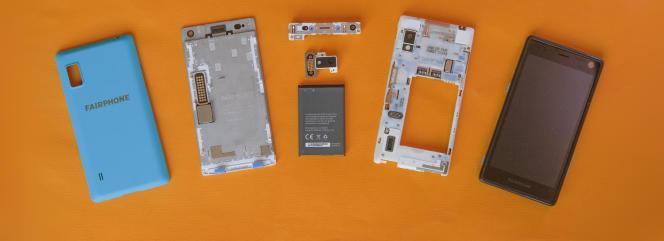 Une vue éclatée du smartphone durable de Fairphone, qu'on peut démonter facilement en quelques minutes.