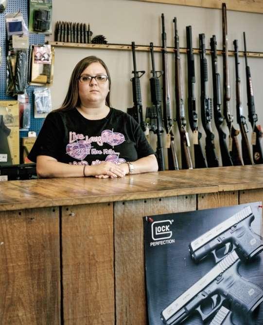 En 2017, elle tient la boutique de son père à Millington (Tennessee).
