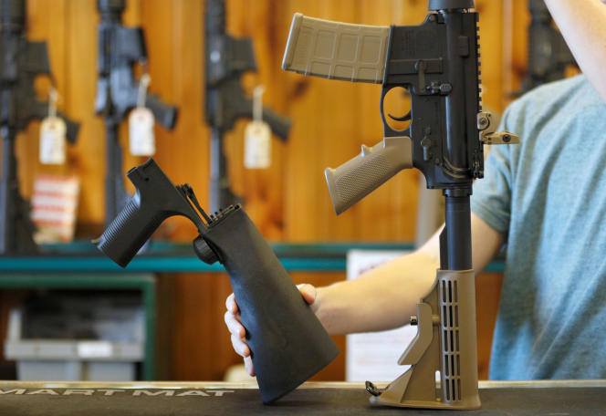 Le dispositif des «bump stocks»se monte sur la crosse des armes semi-automatiques.