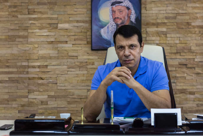 Mohammed Dahlan dans son bureau d'Abou Dhabi, aux Emirats arabes unis, où il vit en exil depuis 2011.