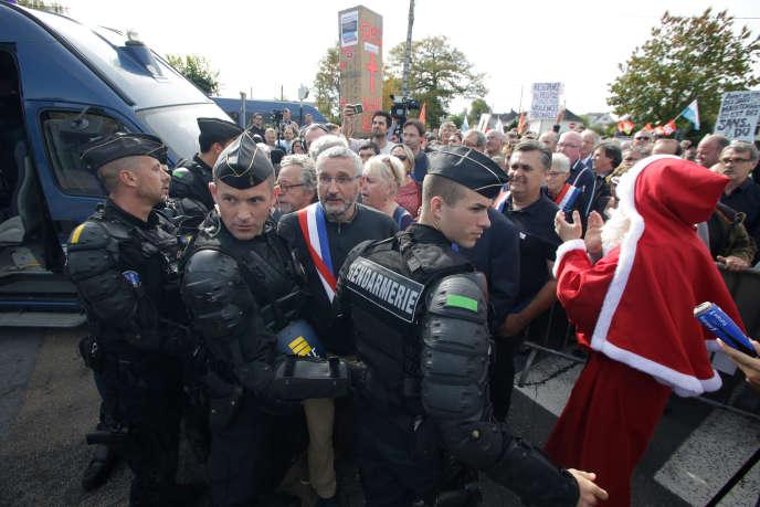 Lors d'une manifestation à Egletons (Corrèze)contre le sort réservé aux salariés de GM&S, pendant une visite présidentielle, le 4octobre.