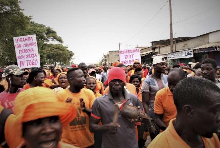 Le 4 octobre 2017, dans les rues de Lomé, les manifestants exigent la fin du règne de Faure Gnassingbé, président depuis douze ans et qui a succédé à trente-huit ans de pouvoir de son père Eyadéma.