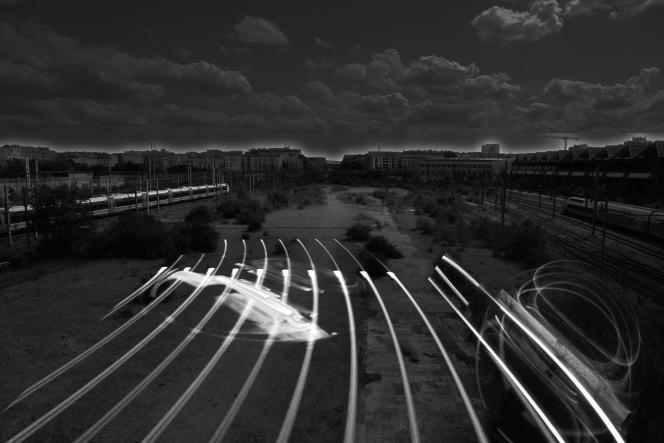«Rail Océan», l'installation-parcours du collectif MU, derrière la gare de l'Est, à Paris.