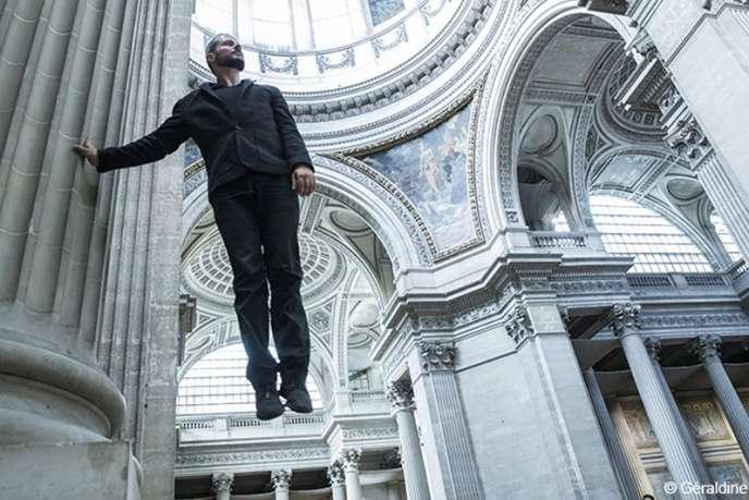 L'acrobate-danseur Yoann Bourgeois présente l'installation« La Mécanique de l'histoire, tentative d'approche d'un point de suspension » au Panthéon, jusqu'au 14 octobre.