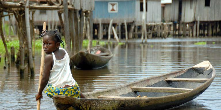 Dans la cité lacustre de Sô-Ava, au bord du lac Nokoué, au Bénin, en août 2006.