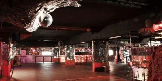 La Main Jaune, une discothèque en sous-sol, fait partie des lieux proposés par la ville de Paris
