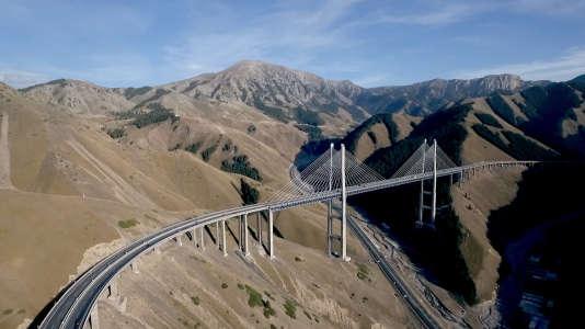 Le pont de Guozigou dans la province du Xinjiang.