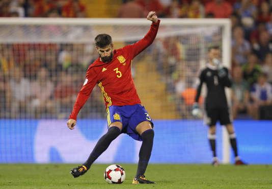 Après avoir participé au référendum d'autodétermination, Gerard Piqué a été sifflé par le public en entrant sur le terrain du stade d'Alicante, vendredi6octobre.