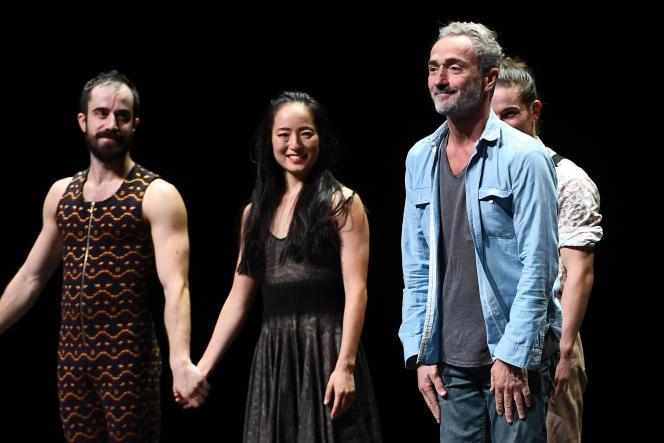 Le chorégraphe Angelin Preljocaj (à droite) à l'issue d'une représentation à Aix-en-Provence, en septembre 2016.