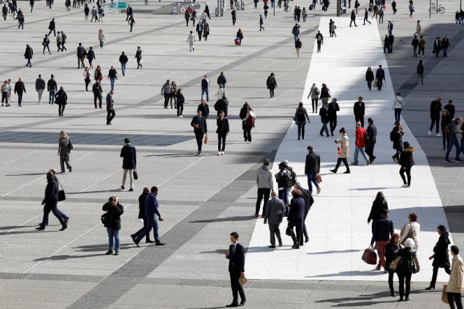 L'esplanade du quartier d'affaires de La Défense (Hauts-de-Seine).