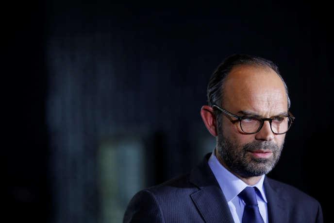 Le premier ministre a annoncé le 24 août qu'il y aurait cette année 139 000 contrats aidés de moins qu'en 2016 (Photo: Edouard Philippe à Nantes, le 6 octobre).