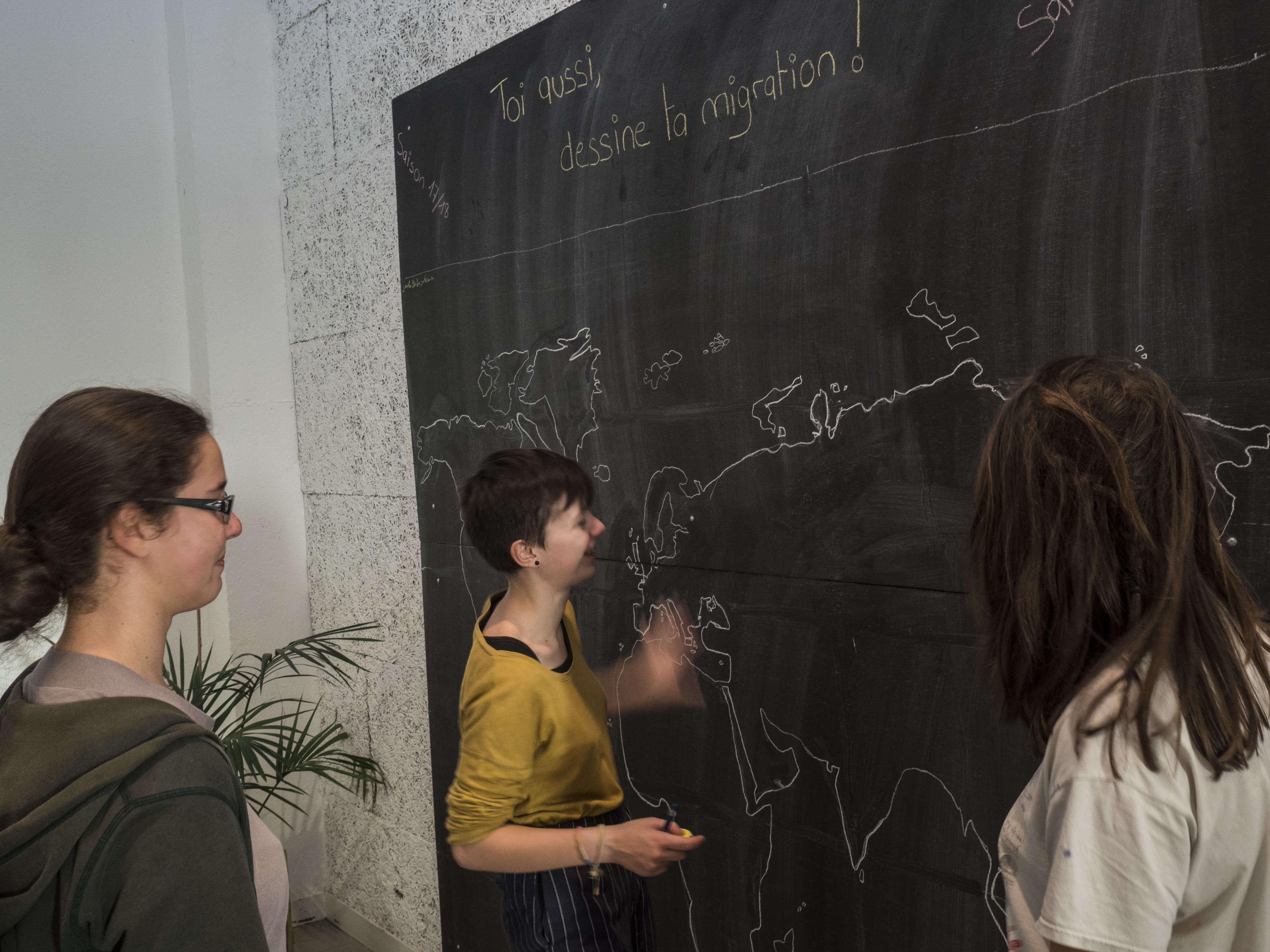 Au Théâtre des Ilets, différentes installations sur la question migratoire.