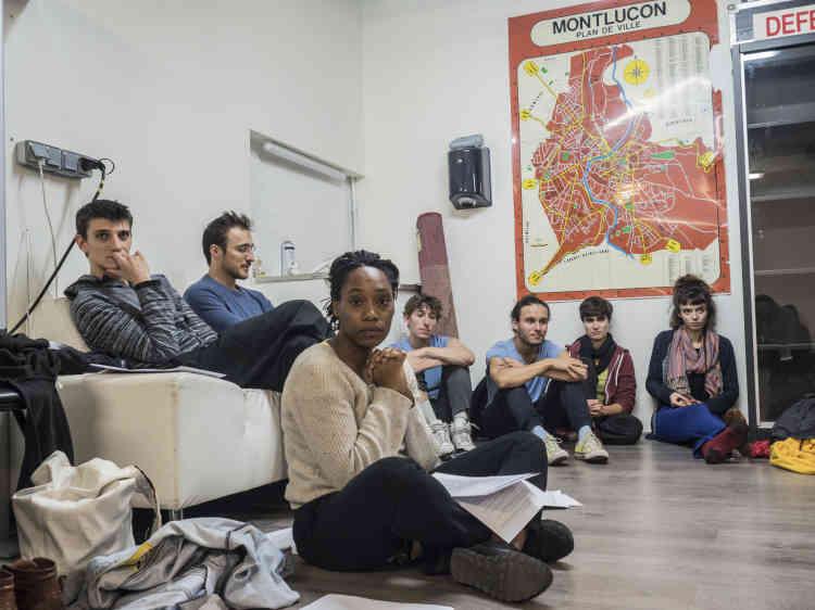 Répétition des étudiants de l'ESAD, Ecole supérieure d'art dramatique de Paris,avec des membres de la troupe des Ilets. Nadège Prugnard et Guy Alloucherie montent un spectacle intitulé «London Calling» en référence à la situation des migrants à Calais, lequel était programmé le 6 octobre..