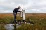 Sur une des îles du delta de la Léna, ce forage, qui descend à 100 mètres de profondeur, permet d'étudier l'évolution des températures des sols gelés.