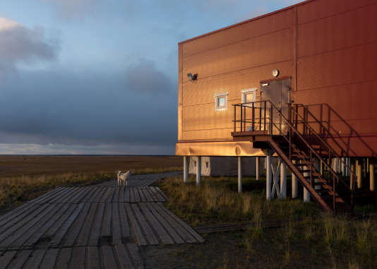 Le bâtiment principal de la base de recherche russe, sur l'île de Samoïlov, en septembre.
