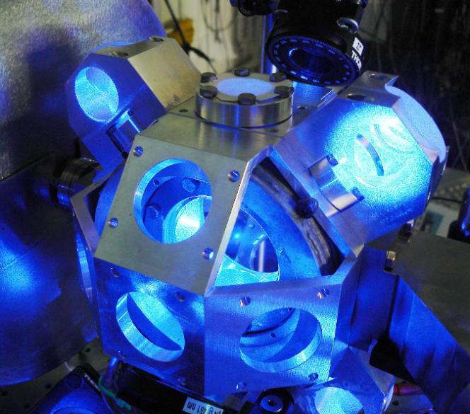 Prototype d'horloge à réseau optique au strontium du laboratoire Syrte.