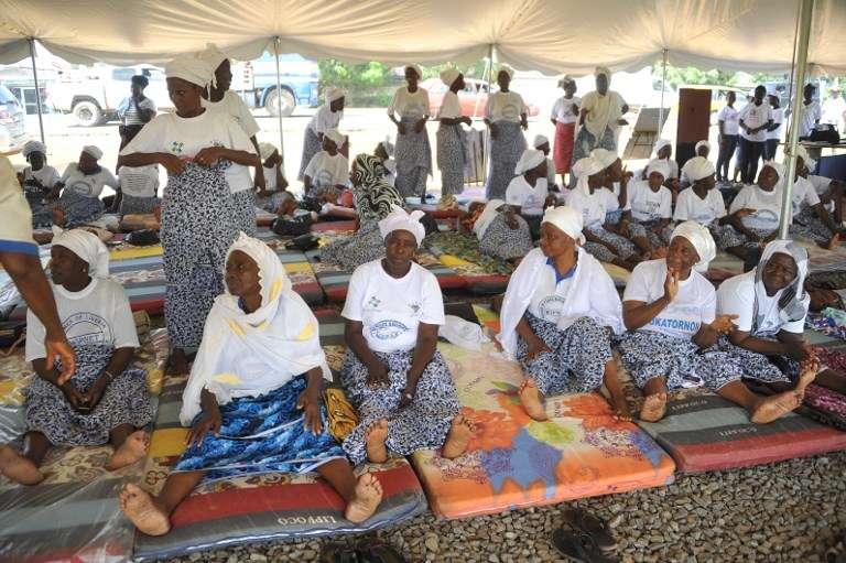 A Monrovia, le 5 octobre 2017, militantes du Réseau des femmes pour la paix (WIPNET) qui se réunissent depuis trois semaines pour prier et répéter inlassablement un message de calme et de respect du pluralisme politiquedurant les élections générales du 10 octobre.