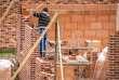 Le secteur de la construction a bénéficié de la forte hausse de demande de logements des ménages en 2017 selon l'Insee.