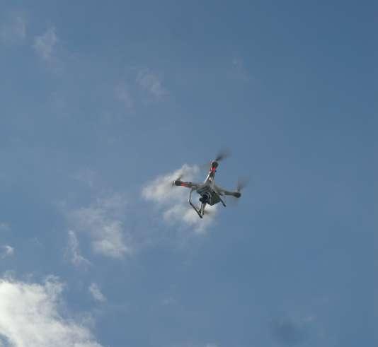 Un drone peut rapidement disparaître hors de la vue de son pilote.
