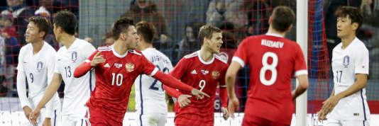 Les Russes de Smolov (n° 10), ici le 7 octobre, sont qualifiés d'office pour « leur » Mondial.