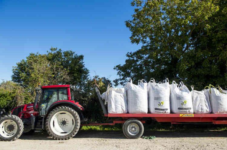 Olivier Chaloche n'utilise pas une goutte de glyphosate, ni aucun autre pesticide chimique, « des menaces pour la santé, l'eau et l'air ». Pourtant, il se targue d'atteindre 80 % des rendements de l'agriculture conventionnelle.