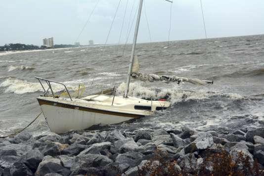 Un bateau abandonné, le 7 octobre dans le golfe du Mississippi.