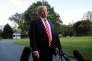 Donald Trump répondant aux journalistes dans les jardins de la Maison Blanche, le 7octobre.