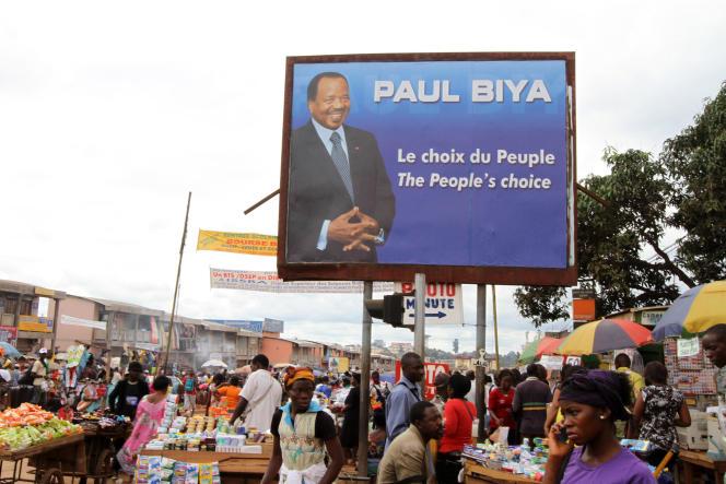 Affiche de campagne électorale à Yaoundé en 2011, à l'issue de laquelle Paul Biya a été élu pour la quatrième fois consécutive président du Cameroun. Premier ministre depuis 1975, il a accédé au poste suprême sans élection après la démission du président Ahmadou Ahidjo en 1982.