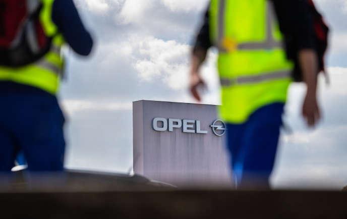 Des ouvriers d'Opel à Rüsselsheim, en avril.