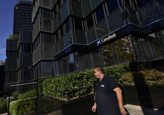 Le siège de la banque catalane Caixa, à Barcelone, le 5 octobre.