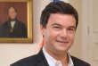 «On peut juste se demander pourquoi il est écouté, et pourquoi dans notre pays nous préférons parfois le commentaire à la science ou à l'action» (L'économiste Thomas Piketty).