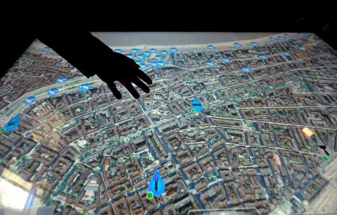 Ecran tactile de surveillance de ville au centre de supervision de la police à Nice, le 29 septembre.