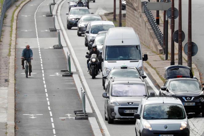 Piste cyclable sur la voie Georges-Pompidou à Paris, le 11 septembre.