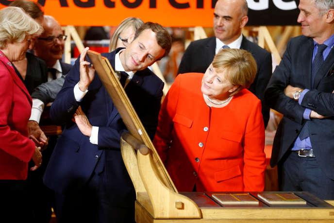 Angela Merkel et Emmanuel Macron à la Foire du livre de Francfort, le 10 octobre.