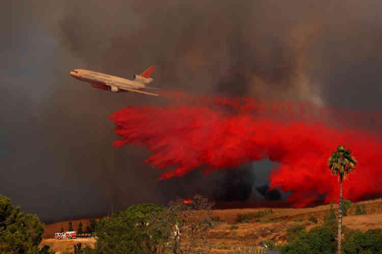 Au total, 8 000 pompiers sont déjà mobilisés, et des renfortsdevraient rejoindre le contingent dans les prochaines heures.