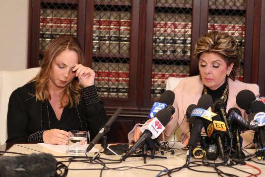L'actrice Louisette Geiss (à gauche), une des plaignates dans l'affaire Weinstein, et son avocateGloria Allred, le 10 octobre à Los Angeles.