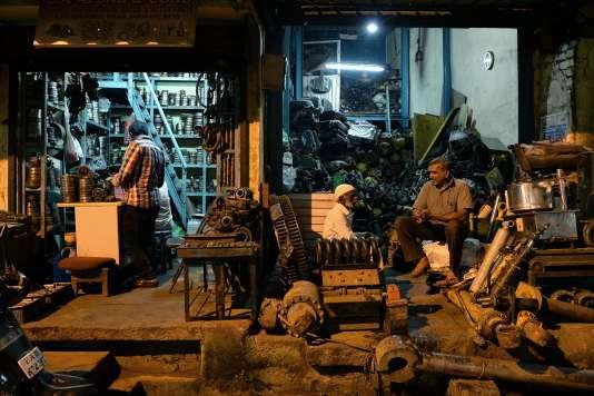 L'échoppe d'un ferrailleur à Bangalore (sud de l'Inde), en octobre.