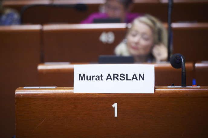 La chaise vide de Mursat Arslan, à Strasbourg, lundi 9 octobre.