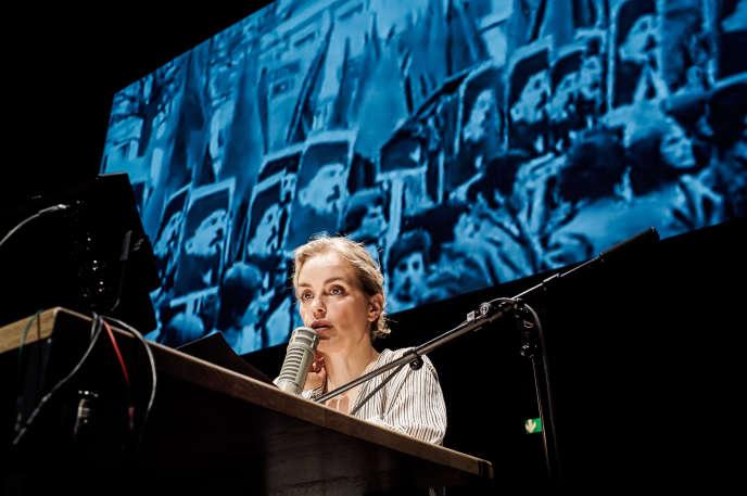 Nina Hoss dans «Rückkehr nach Reims», l'adaptation par Thomas Ostermeier de l'essai de Didier Eribon, «Retour à Reims».