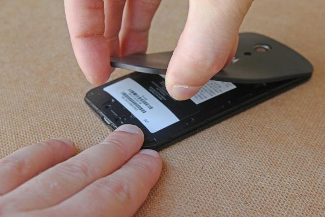 Démonter son smartphone est une opération délicate.