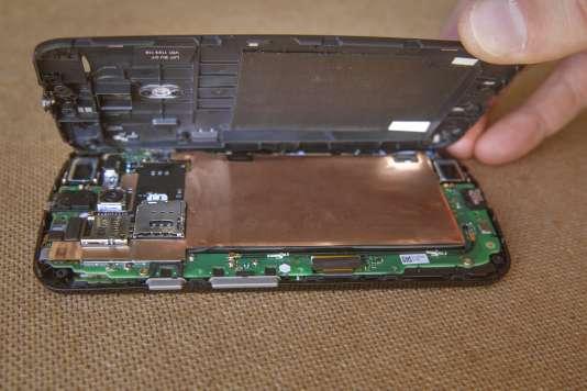 Un risque courant est de remonter le smartphone avec un léger défaut d'assemblage.