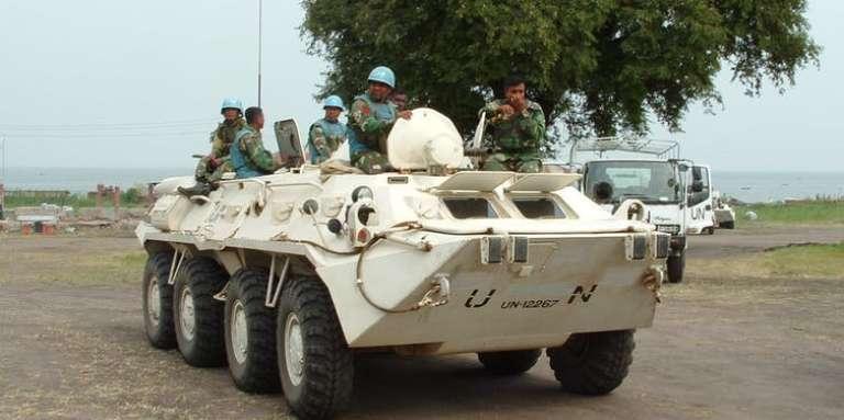 Des casques bleus bangladais de la Monusco, ici en Ituri, à l'est de la RDC, en 2004. La population congolaise leur reproche leur passivité.