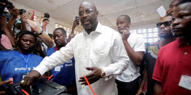 George Weah, lors de la tenue du scrutin le 10 octobre 2017 à Monrovia.