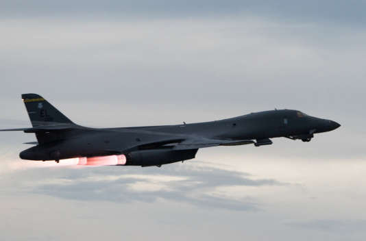 Un B-1B Lancer s'envole pour survoler la péninsule coréenne, le 10 octobre 2017.