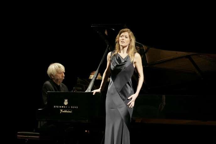 La soprano Barbara Hannigan en concert (avecReinbert de Leeuw au piano), en septembre 2008.