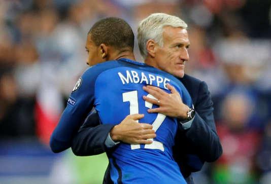 Didier Deschamps et Kylian Mbappé, le 10 octobre.