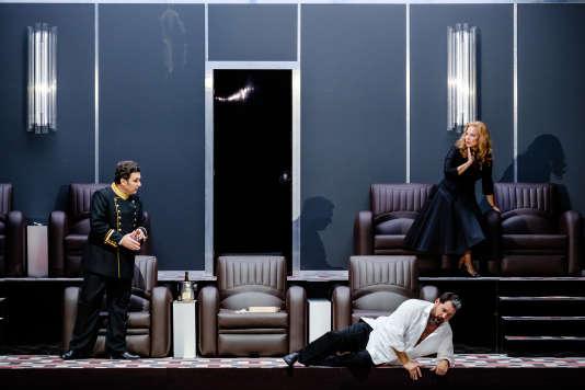 De gauche à droite : Ludovic Tézier (Rodrigue), Ildar Abdrazakov (Philippe II) et Elina Garanca (la princesse Eboli) dans«Don Carlos», de Verdi, à l'Opéra de Paris.